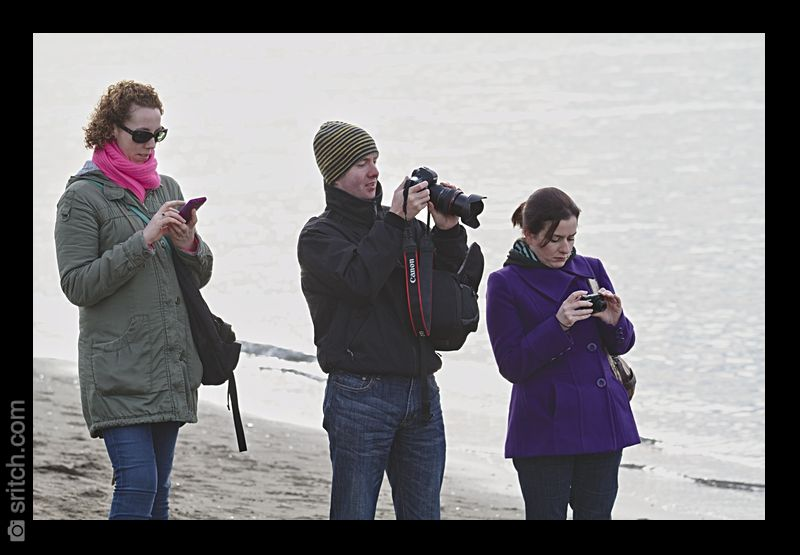 3 photographers chimping at the same time