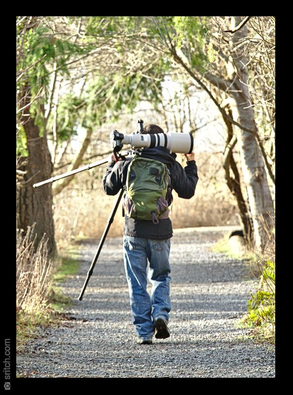 Photographer carrying a Canon 600mm f/4L